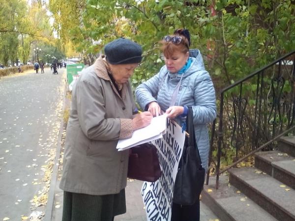 В Балакове начался пикет против «мусорных королей» и сбор подписей за отставку саратовского губернатора