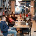 «Кофе и зрелищ!»: саратовские кофейни предлагают свою территорию для лекториев, выставок и музыкальных квартирников
