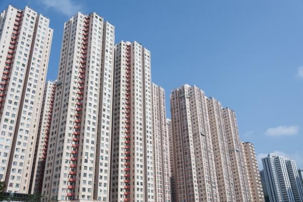 С акцентом на 25 этажей: администрация Энгельса послала жителей из центра с их частными домами
