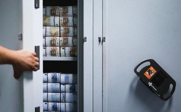 Российские миллионеры предпочли хранить в России меньше трети сбережений