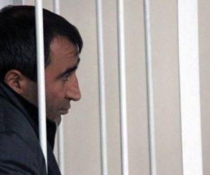 Армен Джуликян требует от властей Энгельса признать его право собственности на дом, где бросают пить и курить