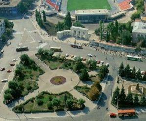 Ради парковок саратовская мэрия готова выкупить на Привокзальной площади все ларьки и рынок