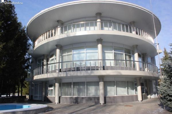 Саратовский круглый особняк со спортзалом вошел в десятку самых дорогих усадеб России
