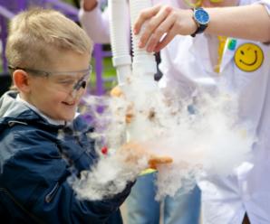 Лизун из клея и препарирование лягушки: Саратове в тренде детские развлечения с научным уклоном