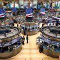 Биржи США снизились на 1,7-2% на фоне падения акций техсектора и цен на нефть