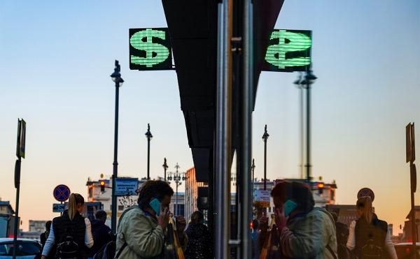 Евро и доллар упали после заявления Болтона по антироссийским санкциям