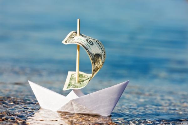 Саратовцы перевели за рубеж 15 млн долларов за полгода, но получили еще больше