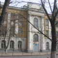 Памятники культуры: саратовскую школу-дворец продают с понижением, к действующей пристроили ангар