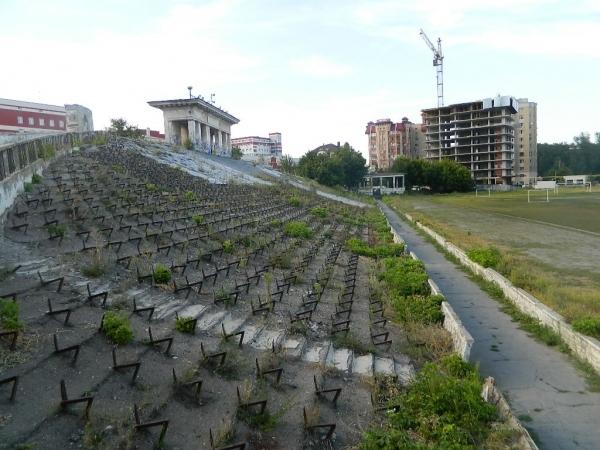 Инвестора пустят по гаревой дорожке: восстановление саратовского стадиона «Спартак» обременят долгостроями