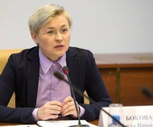 Мобильник на стол, родителей — в суд: саратовский сенатор Бокова продолжает традицию запретительных законопроектов