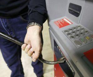 Российские банкоматы беззащитны перед громилами с кувалдой и саратовскими школьниками
