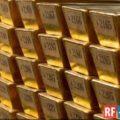 Стоимость золота продолжает расти на фоне ухода инвесторов от риска
